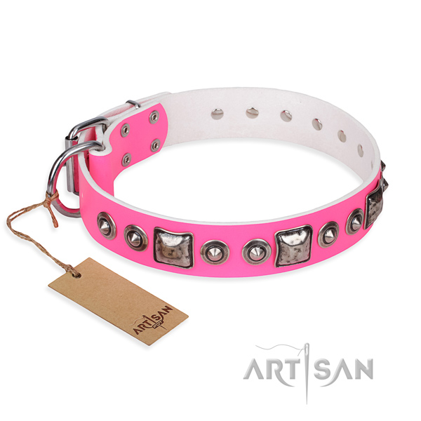 Full grain genuine leather dog collar made of reliable material with reliable traditional buckle